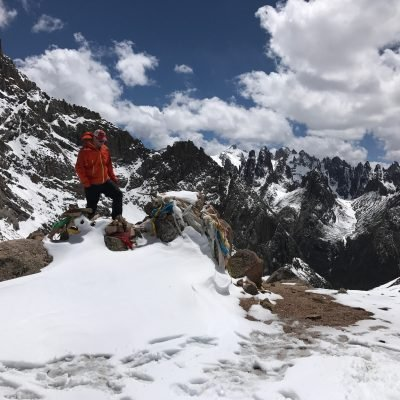 The jagged peaks and alpine lakes of Nyenbo Yurtse